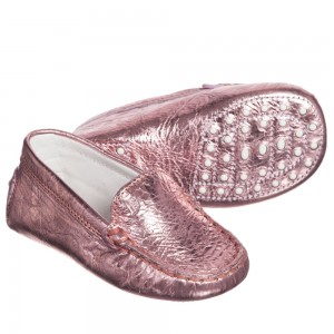 tods-baby-girls-pink-metallic-leather-gommini-moccasins-1