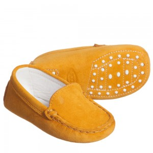tods-tan-brown-suede-leather-gommini-baby-moccasins-1